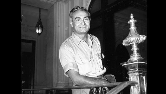 """El actor peruano Luis Álvarez trascendió con su personaje el ingeniero Echecopar en la puesta en escena """"Collacocha"""" de 1956. Aquí en una imagen de su visita al local de  El Comercio en enero de 1961. (Foto: GEC Archivo Histórico)"""