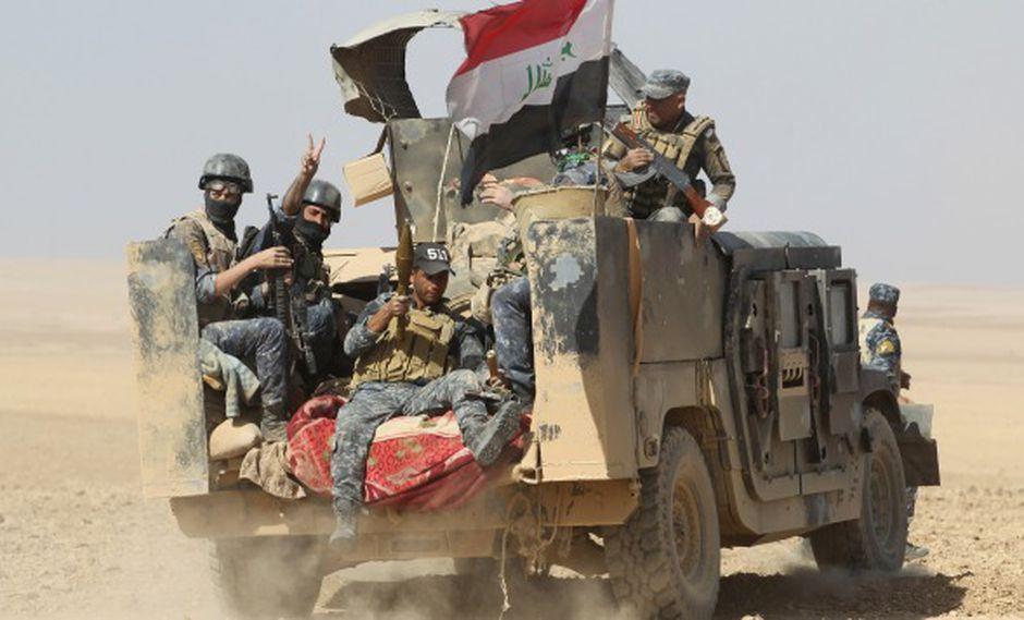 Las fuerzas iraquíes se despliegan en la aldea de Bajwaniyah, a unos 30 km al sur de Mosul. (Foto: AFP)