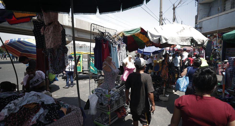 Mano dura. Ambulantes deberán cumplir una serie de pautas para poder vender en las calles.  (Foto: Renzo Salazar/GEC)