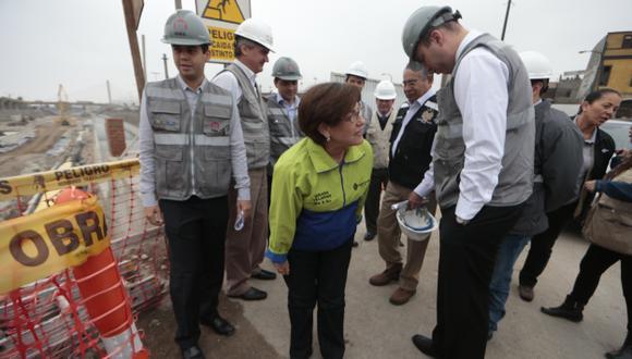 ¿LE QUEDARÁ TIEMPO? Villarán hizo declaraciones durante inspección de proyecto Vía Parque Rímac. (Mario Zapata)
