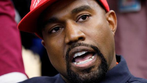 Kanye West utilizó su cuenta de Twitter para pedirle a sus oponentes presidenciales Donald Trump y Joe Biden que lean libro sobre el empoderamiento de la comunidad negra. (Foto: REUTERS/Kevin Lamarque).
