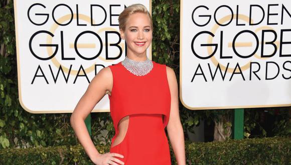 Jennifer Lawrence se molestó con periodista por mirar mucho su celular (AFP)