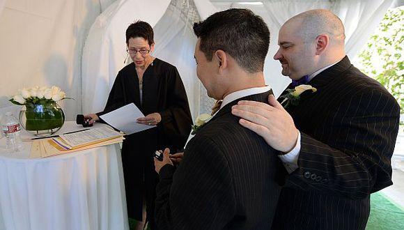 Corte Suprema rechazó pronunciarse sobre recursos judiciales que pretendían prohibir el matrimonio gay. (AFP)