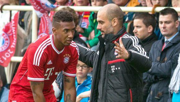 Guardiola le dio instrucciones a Jerome Boateng. (EFE)