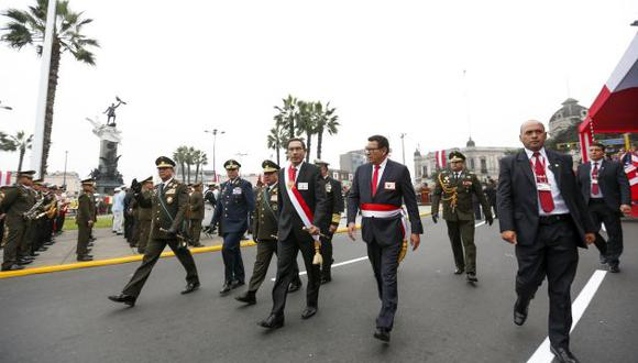 Martín Vizcarra y el ministro de Defensa, José Huerta, respaldaron campaña contra el machismo. (GEC)