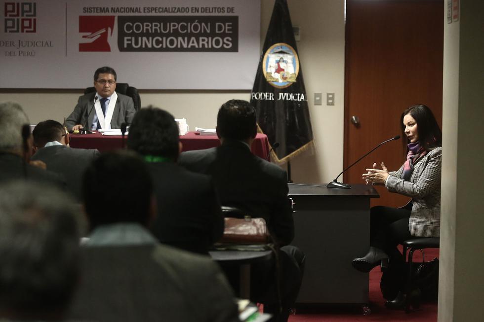 La periodista Cecilia Valenzuela, directora de Perú21, acudió como testigo al Tercer Juzgado Penal Unipersonal especializado en delitos de corrupción de funcionarios para rendir su declaración en el juicio que se le sigue al ex operador montesinista, Oscar López Menenes