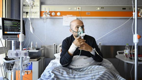 Al igual que Francesco y Salvatore, casi el total de pacientes internados en el ICC Casalpalocco de Roma todavía no estaba vacunado contra el coronavirus. (Foto: Alberto PIZZOLI / AFP)