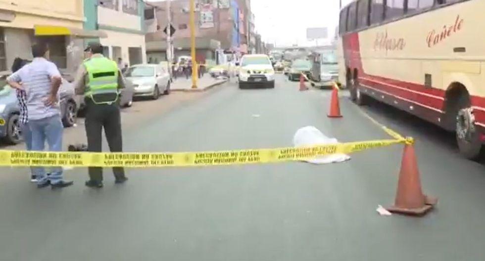 Los agentes de la Policía Nacional del Perú (PNP) llegaron al lugar e informaron al medio periodístico que el conductor se habría dado a la fuga. (Foto. Captura Canal N)