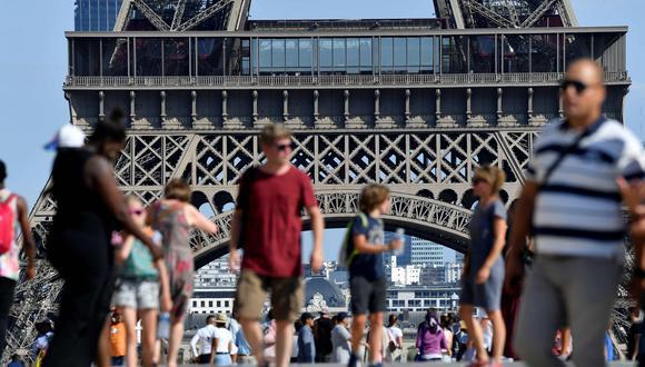 Trabajadores protestaron contra las nuevas medidas de ingreso a la Torre Eiffel. (Foto: AFP)