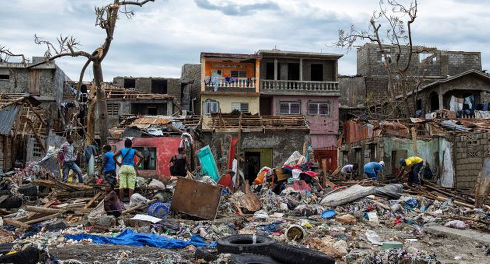 El huracán Matthew devastó Haití dejando más de 800 muertos y 20,000 viviendas afectadas. (REUTERS)