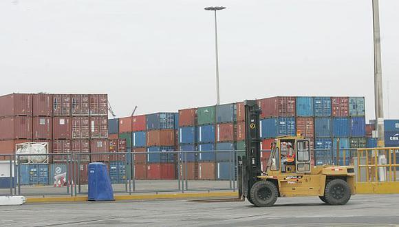 En abril llegarán dos grúas para agilizar el transporte de contenedores. (Perú21)