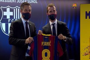 Presentan a Pjanić en Barcelona y resalta presencia de Messi
