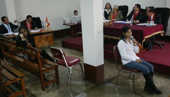 Elizabeth Espino hacía toda clase de gestos mientras escuchaba la declaración de Liliana Huamán Chuquilín. (Alberto Orbegoso)