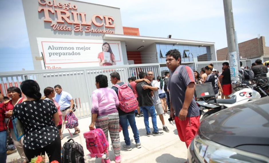 Los padres de familia llegaron al colegio muy preocupados tras el incidente. (Foto: Giancarlo Ávila)