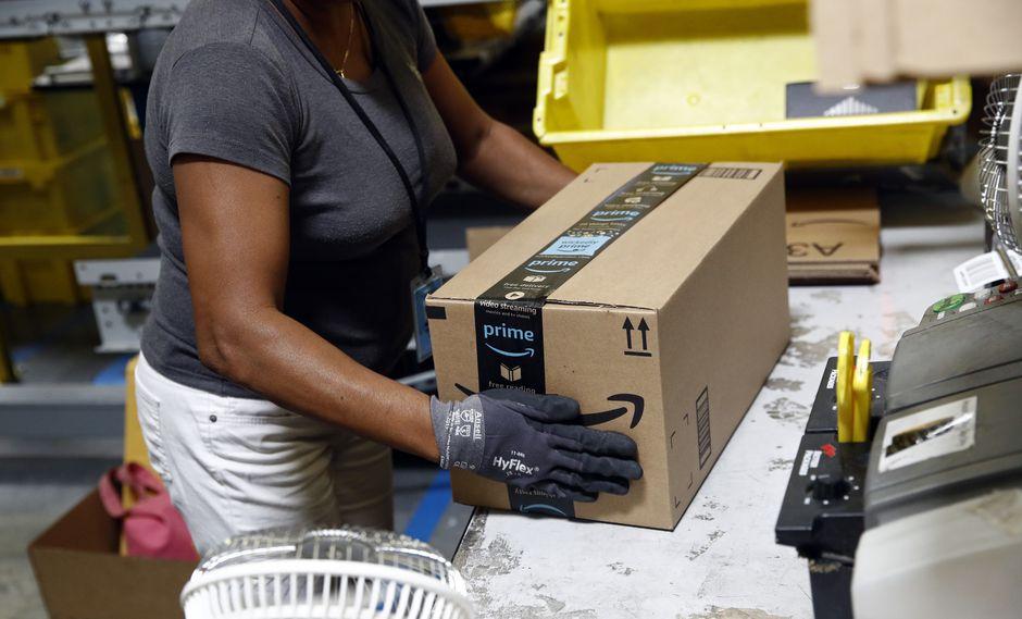 Amazon fue sujeto a duras críticas por su política salarial. (Foto: AP)