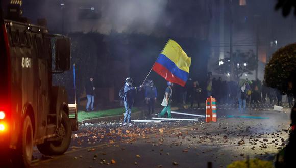 Los disturbios comenzaron en la céntrica Plaza de Bolívar al final de la tarde y se propagaron por otros puntos de la ciudad de Bogotá. (Foto: EFE/Mauricio Dueñas Castañeda)