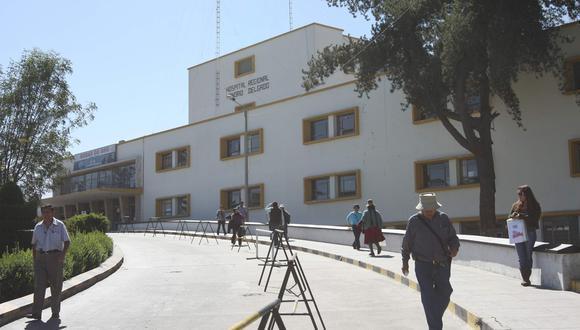 Escolares fueron evacuados al nosocomio. (Lino Mamani)