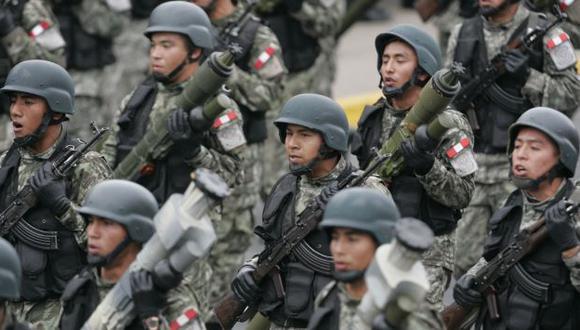 ¿Incrementos a la vista? Gobierno quiere asegurarse una buena relación con militares y policías. (Rochi León)
