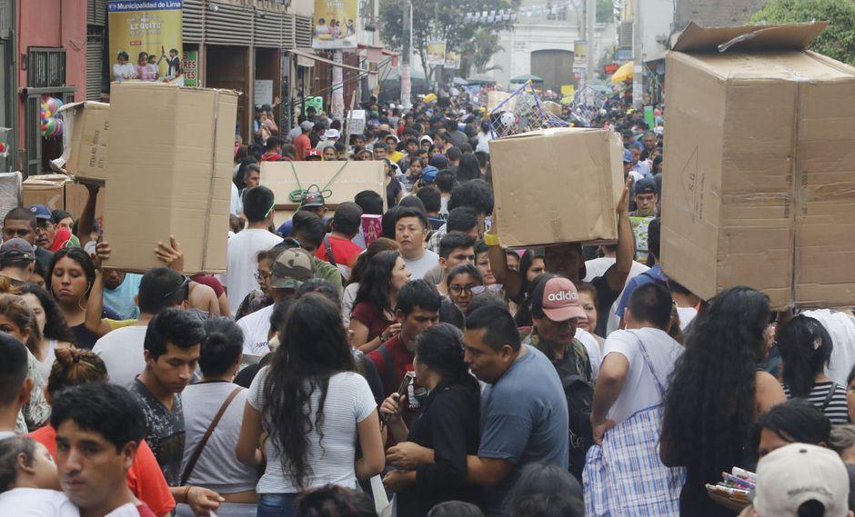 Las zonas de Mesa Redonda y Mercado Central lucen abarrotadas de compradores en ciertas temporadas del año. (Foto: GEC)