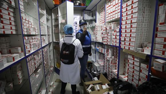 ¿Acaparamiento? En el jirón Paruro, en el Centro de Lima, se encontraron almacenes ilegales repletos de fármacos para COVID-19. (GEC/Diana Marcelo)
