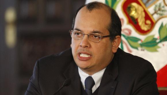 Ministro Luis Castilla siguió el debate. (USI)