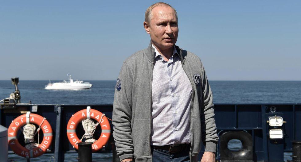 Vladimir Putin descendió a bordo de un sumergible a una profundidad de 50 metros para ver un submarino soviético que naufragó en el golfo de Finlandia. (Foto: EFE)