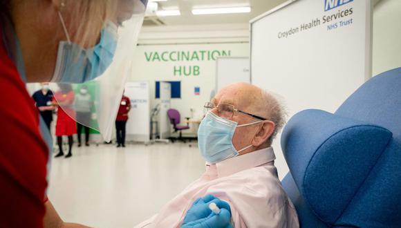 Foro referencial. La vacunas Pfizer y Moderna se suman a las inoculaciones de Johnson & Johnson y AstraZeneca en cuando reacciones de trombosis. (Dan CHARITY / POOL / AFP).