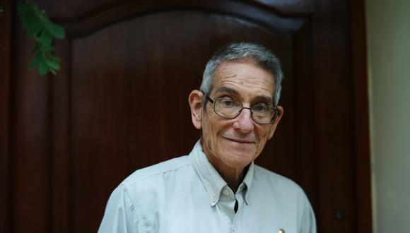 Humberto Guerra, microbiólogo distinguido con el Premio Esteban Campodónico.