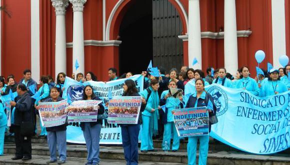 Enfermeras de Essalud protestaron en el templo de Santa Rosa de Lima. (USI)