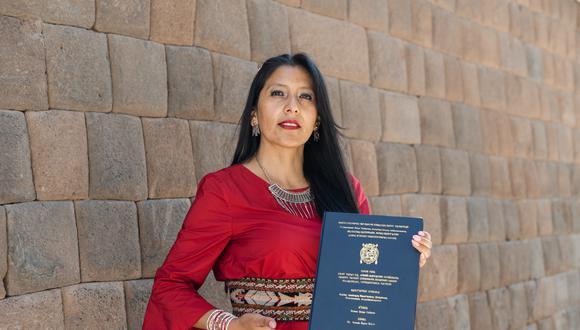 Roxana Quispe Collantes es la autora de la primera tesis doctoral escrita y defendida en quechua. (Foto: Adriana Peralta).
