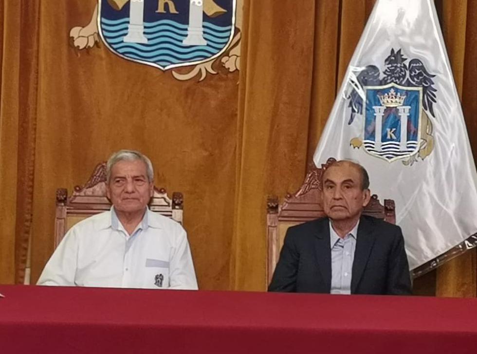 El flamante burgomaestre se reunió con Elidio Espinoza  para recabar información de la comuna e iniciar el proceso de transferencia.