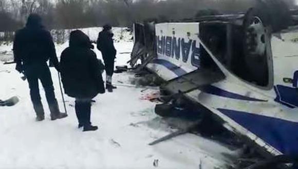 Autobús cae a un río en Rusia provocando el deceso de 18 personas. (Foto: Captura de video)