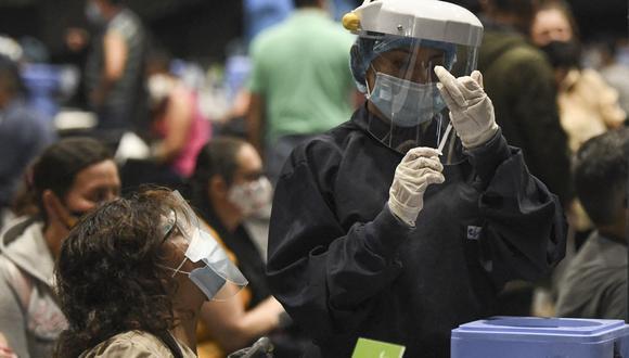 Más de 11,6 millones de personas han completado el esquema de vacunación anticovid en Colombia, lo cual representa el 30% de la meta de tener 35 millones de personas totalmente inmunizadas para diciembre. (Foto: Juan BARRETO / AFP)