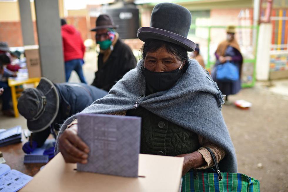 Los cerca de 7,3 millones de bolivianos llamados a las urnas comenzaron a votar este domingo para elegir nuevos presidente y vicepresidente. (Foto: RONALDO SCHEMIDT / AFP)
