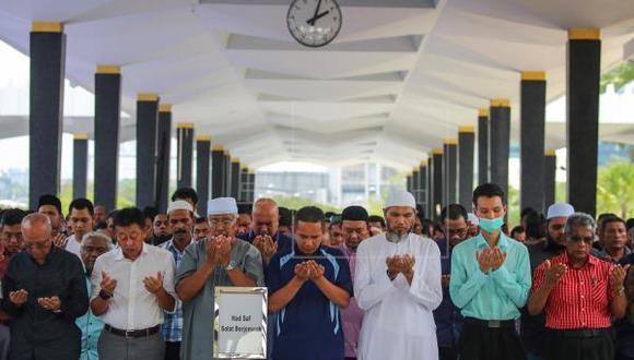 16 mil personas se reunieron en una mezquita para rezar contra el coronavirus y 190 terminan infectados. (Foto: EFE)