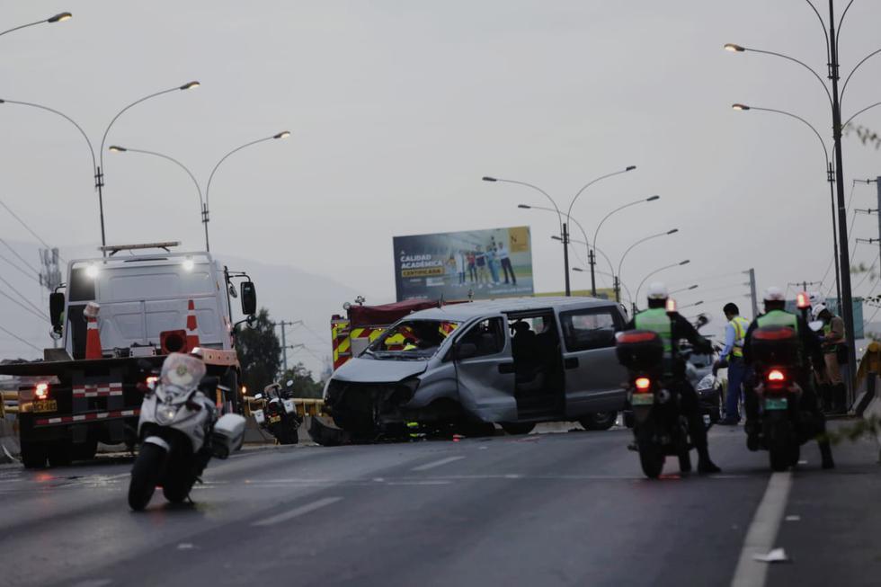 Minivan se volcó en el kilómetro 16 de la Panamericana Norte. (Fotos: César Grados)