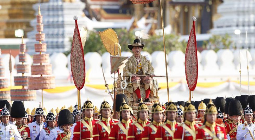 Tailandia   El desfile en honor al rey Maha Vajiralongkorn que desafió temperaturas de más de 35 ºC. (EFE)