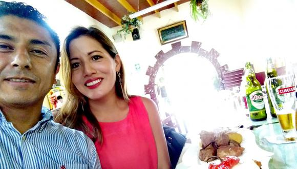 A los tribunales. Bermejo al lado de su esposa y un apetitoso buffet. (Facebook: Guillermo Bermejo)