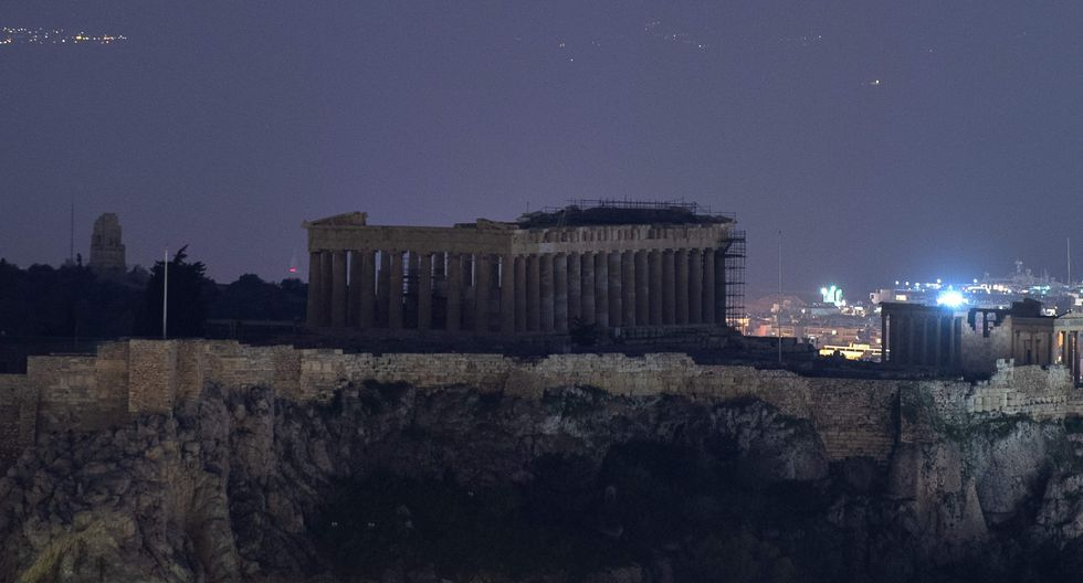 9. Hora del Planeta desde la Acrópolis de Atenas, Grecia (Foto: AFP)