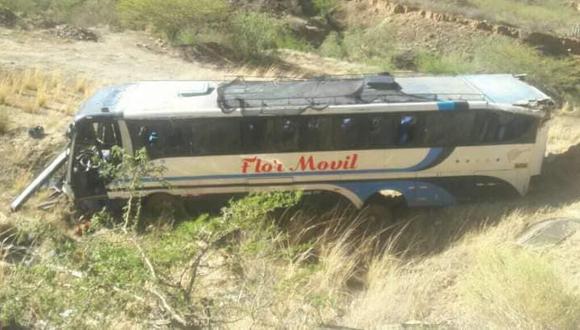 Huánuco: el chofer de la unidad intentó evitar colisionar contra un motociclista, lo que provocó el accidente de carretera. (Foto: Difusión)