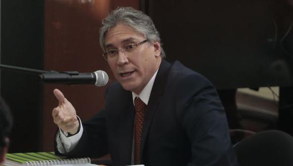 Aurelio Pastor evalúa demandar a la primera dama Nadine Heredia por difamación. (Perú21)