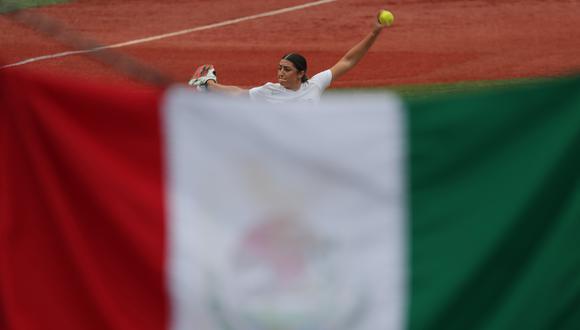 Las boxeadoras mexicanas Esmeralfa Falcón y Brianda Tamara acusaron en redes sociales que las softbolistas dejaron tirados en bolsas los uniformes y artículos de juego. (Foto: AFP)