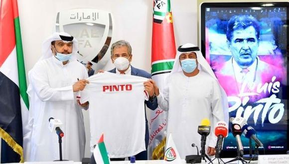 Jorge Luis Pinto fue presentado como nuevo entrenador de Emiratos Árabes.
