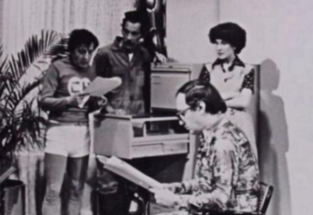 Enrique Segoviano junto a Roberto Gómez Bolaños, Ramón Valdés y Florinda Meza (Foto: Televisa)
