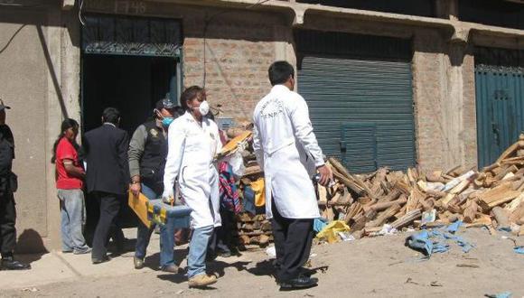 CONMOCIÓN. Policía descubrió el cuerpo tras alerta de los vecinos. (Samuel Vilca/USI)