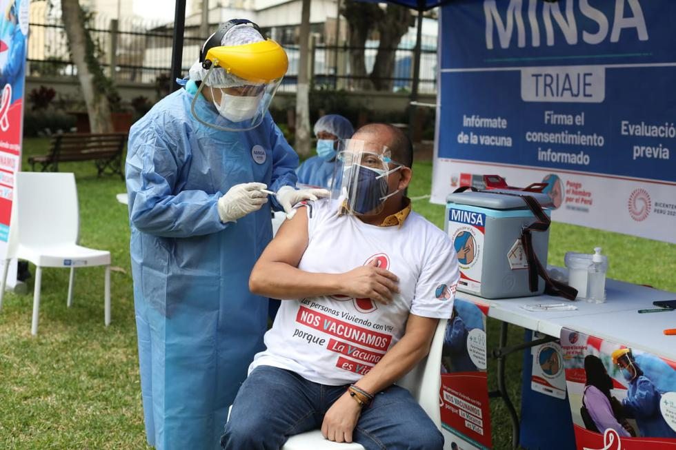 """Las personas con esta condición pueden revisar su hora, lugar y fecha de vacunación en el portal """"Pongo el hombro"""". (Britanie Arroyo/GEC)"""
