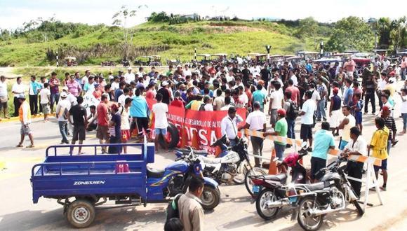 RECLAMO. Pobladores protestan por incumplimiento de acuerdos. (Radio Oriente)