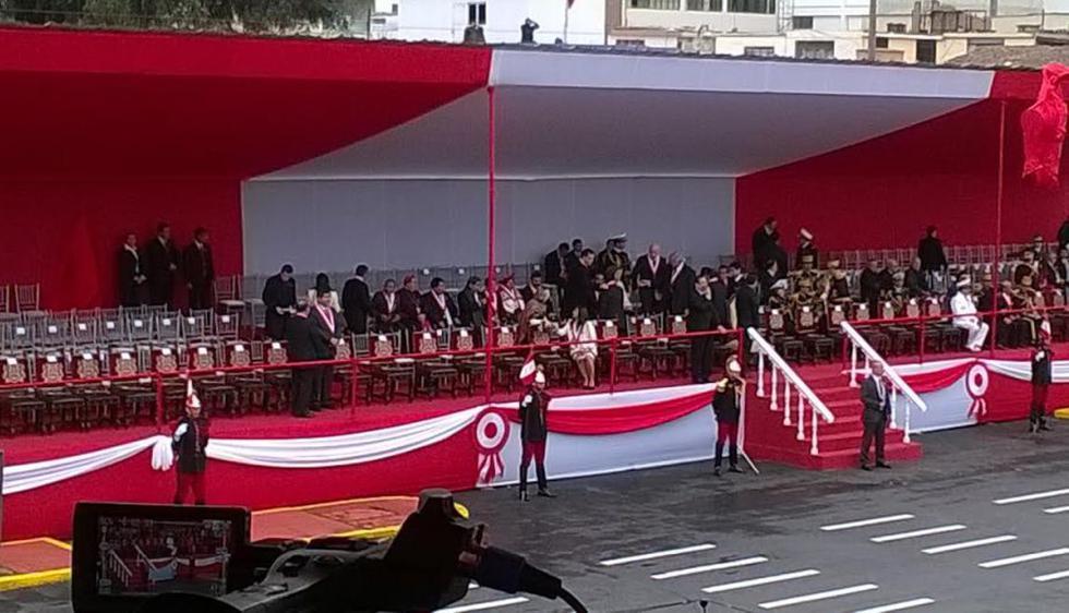 Así lucía el estrado oficial antes de darse inicio la Parada Militar. (Patricia Chumo)