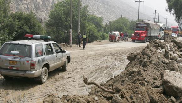 NO HAY PASO. Tránsito por la Carretera Central está bloqueado. (Perú21)