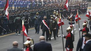 Bicentenario del Perú: Francisco Sagasti fue saludado con tradicionales camaretazos militares